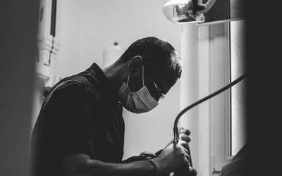 Où trouver un expert en implantologie à Marseille 1er ? Le Cabinet d'Implantologie et d'Esthétique Dentaire de Marseille vous aide.
