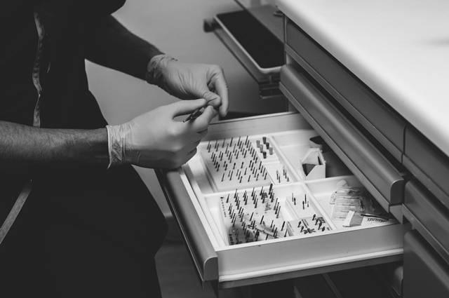 Comment se passe une anesthésie pour la pose des implants dentaires au Cabinet d'Implantologie et d'Esthétique Dentaire de Marseille ?
