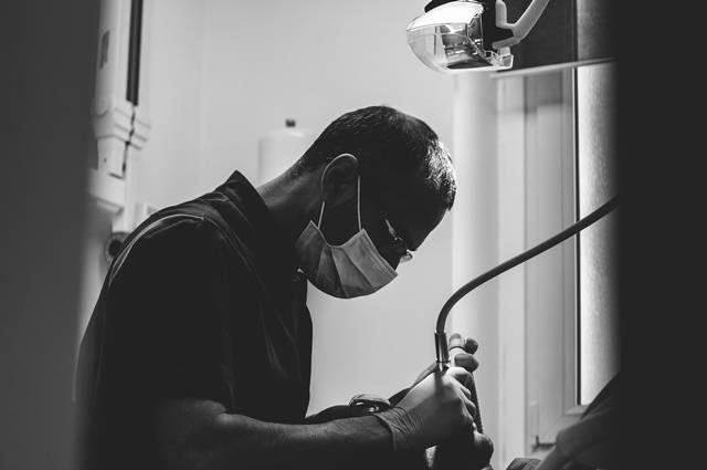 Prix d'un Bridge complet céramique sur implants dentaire à Marseille et Implantologie assistée par ordinateur :